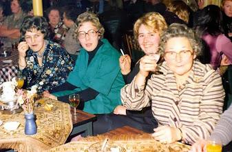 Photo: Marchie Enting-Okken, Marchie Vedder-Speelman, Geertje Baron-Enting en haar moeder Hennie Enting-Zwiers