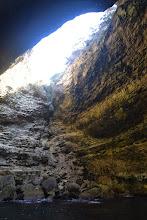 Photo: jaskyňa Grotte Marine du Sdragonato v skalách idúca priamo z mora