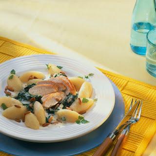 Nocken mit Gorgonzola-Spinat und Hähnchenbrustfilet
