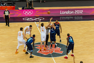 Photo: Spain vs. UK Tip-off