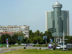 Photo: Die (einst sowjetische) 2,4 Millionen-Metropole will usbekisch werden.