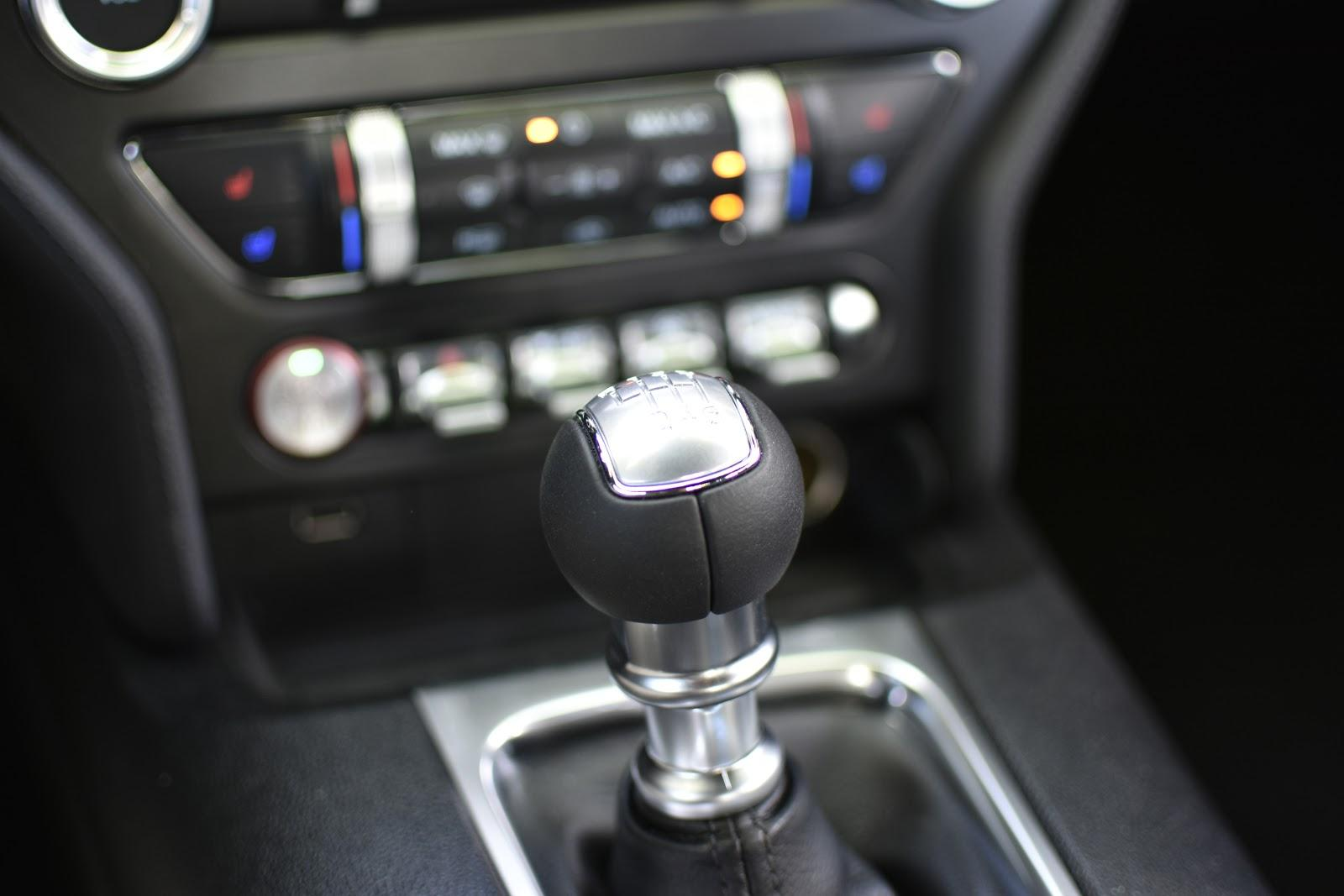 Gear shifter in centre console