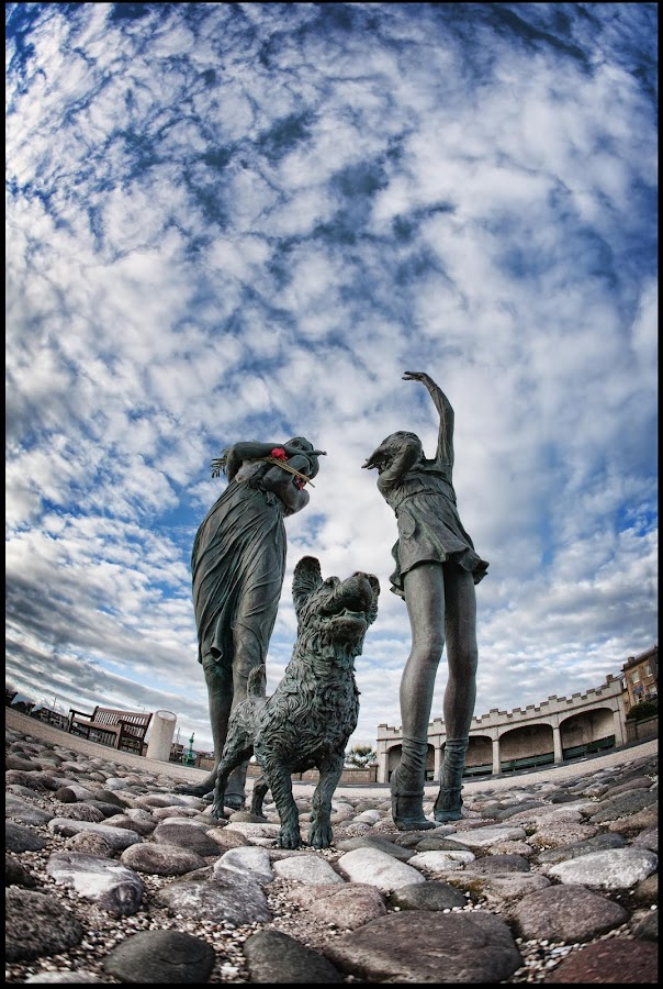 Fleetwood welcome home statue by Peter Hearn - Buildings & Architecture Statues & Monuments ( statue fleetwood fishermen dog welcome )