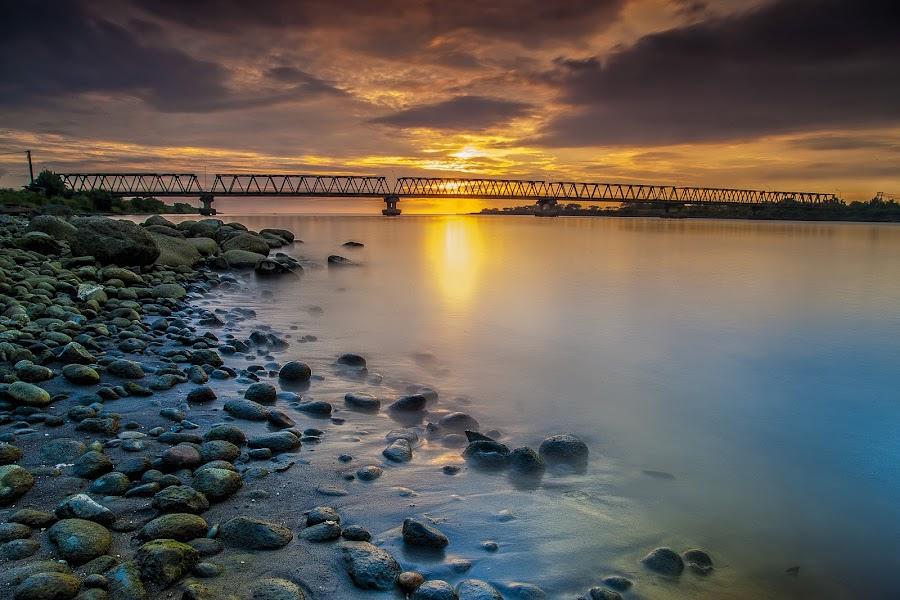 Bridge on sunset by Iccang Ninol - Landscapes Beaches ( barombong, sunset, bridge, beach, landscape )