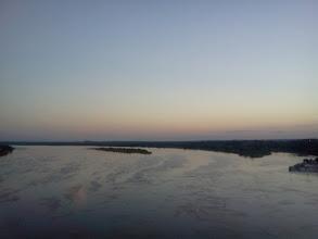 Photo: バス車窓より 川を渡ってアスンシオンに到着。 ただいまパラグアイ!