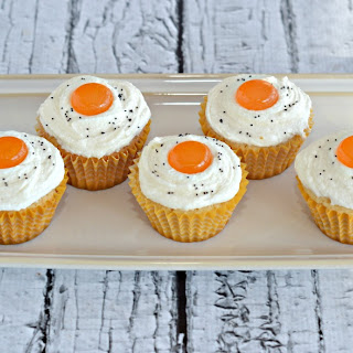 """Bacon and """"Eggs"""" Cupcakes"""