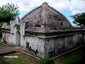 Photo: Makam Raja Gowa ke 11, I-Tajibarani Daeng Marompa Karaeng Data (1565).Lokasi : Katangka, Sungguminasa, Gowa, Indonesia.http://nurkasim49.blogspot.com/2011/12/sejarah-dan-perkembangan-pemerintahan.html