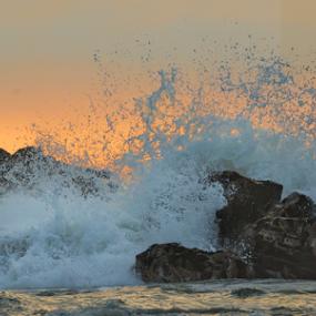 Rompiendo by Fico Stein Montagne - Landscapes Beaches ( tide, wave, summer, sea, playa, ocean, beach, rocks, nikon d7000, golden hour,  )