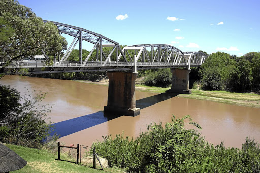 Dry spell: The drought continues despite good rains and the levels of the Orange River have dropped.  Miners and food and beverage companies are among the top consumers in the country. Picture: DAILY DISPATCH