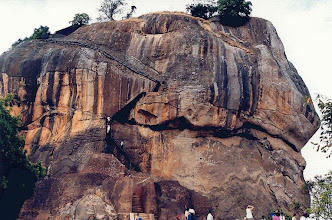 "Photo: #023- Forteresse de Sigiriya- ""le rocher du lion"""
