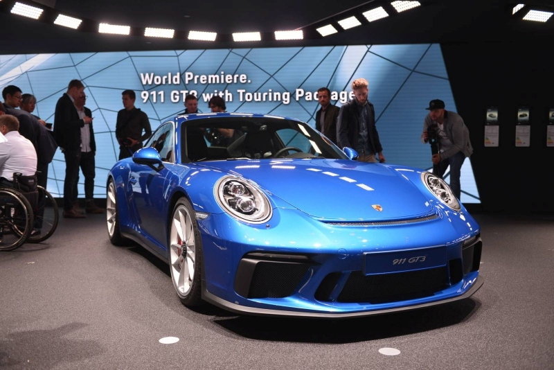 Porsche_911_GT3_Touring_2017_zive_foto_02_800_600.jpg