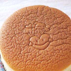 ホワイトデー焼印入りの元祖「焼きたてチーズケーキ」が3月14日まで発売!大阪名物『りくろーおじさんの店』