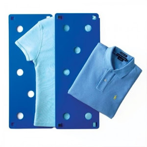 Dispozitiv pentru impaturit camasi sau tricouri