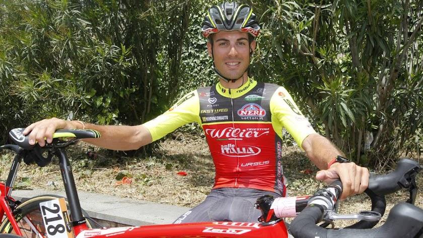 El ciclista ejidense con su anterior escuadra.