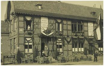 Photo: 1928 Station Haagpoort, hoek Tramsingel - Haagweg (ZNSM) met de familie Tebben