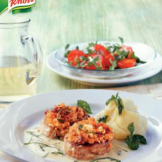 Kalbsfilet mit Schafskäse-Tomatenkruste und Basilikumsauce
