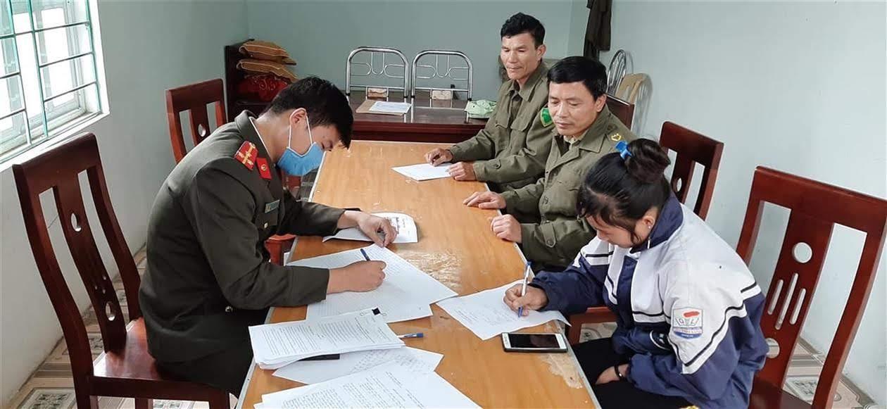 Công an huyện Quỳnh Lưu làm việc với đối tượng T.T.M.