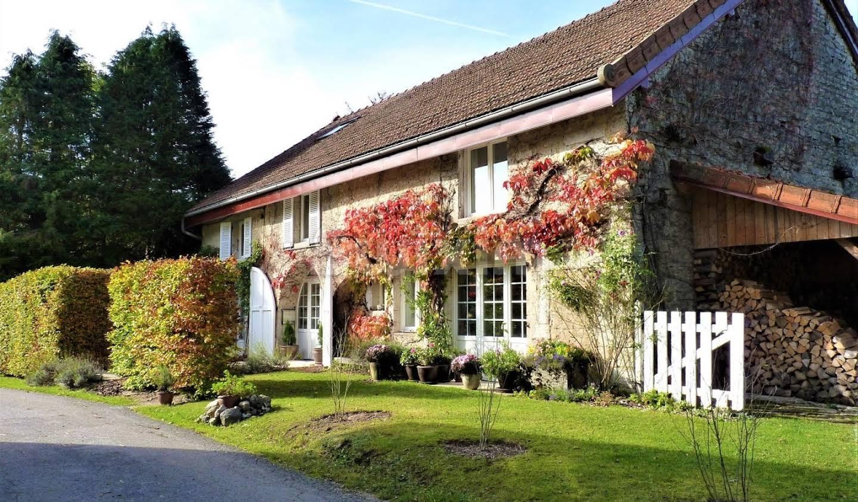 Maison avec piscine et jardin Clairvaux-les-Lacs