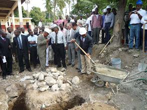 Photo: 10.01.2011 - pose de la première pierre : le Directeur de l'école met la sienne également.