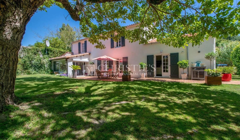 House with garden Perigny