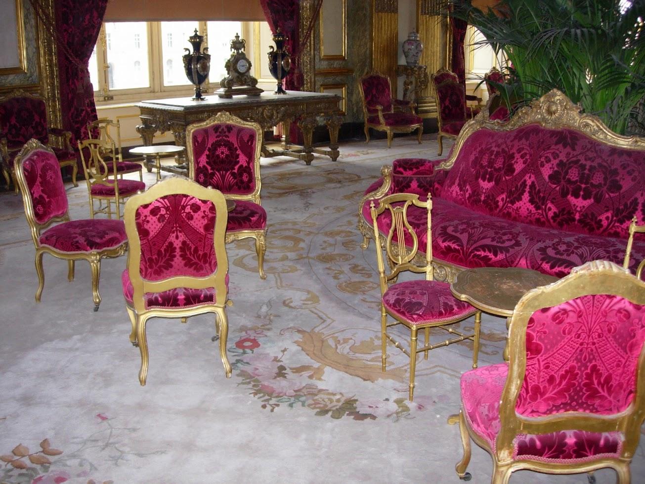 Meubles se trouvant dans les appartements Napoléon III au Musée du Louvre à Paris