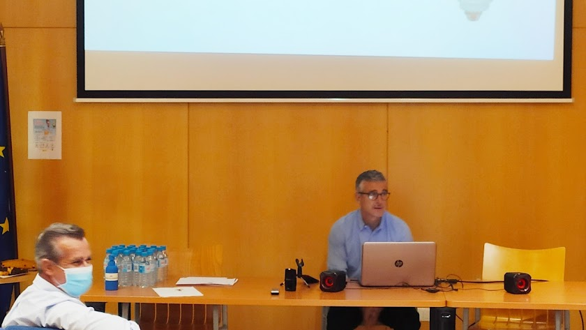 Juan Colomina  explicó ayer las repercusiones de la norma en la sede de Coexphal.
