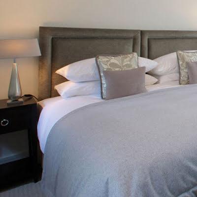 Guestrooms in elegant neutrals