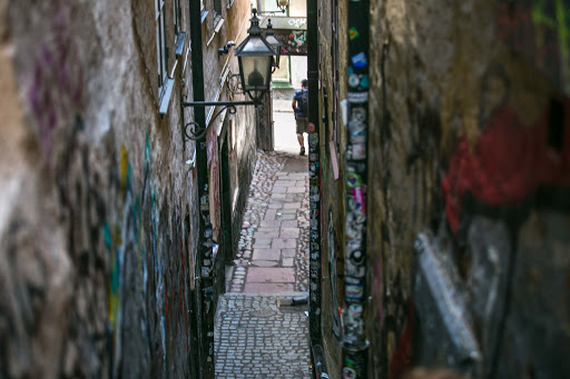 Alleyway-in-Gamla-stan.jpg - A narrow alleyway in Gamla stan, the name of Stockholm's old town.