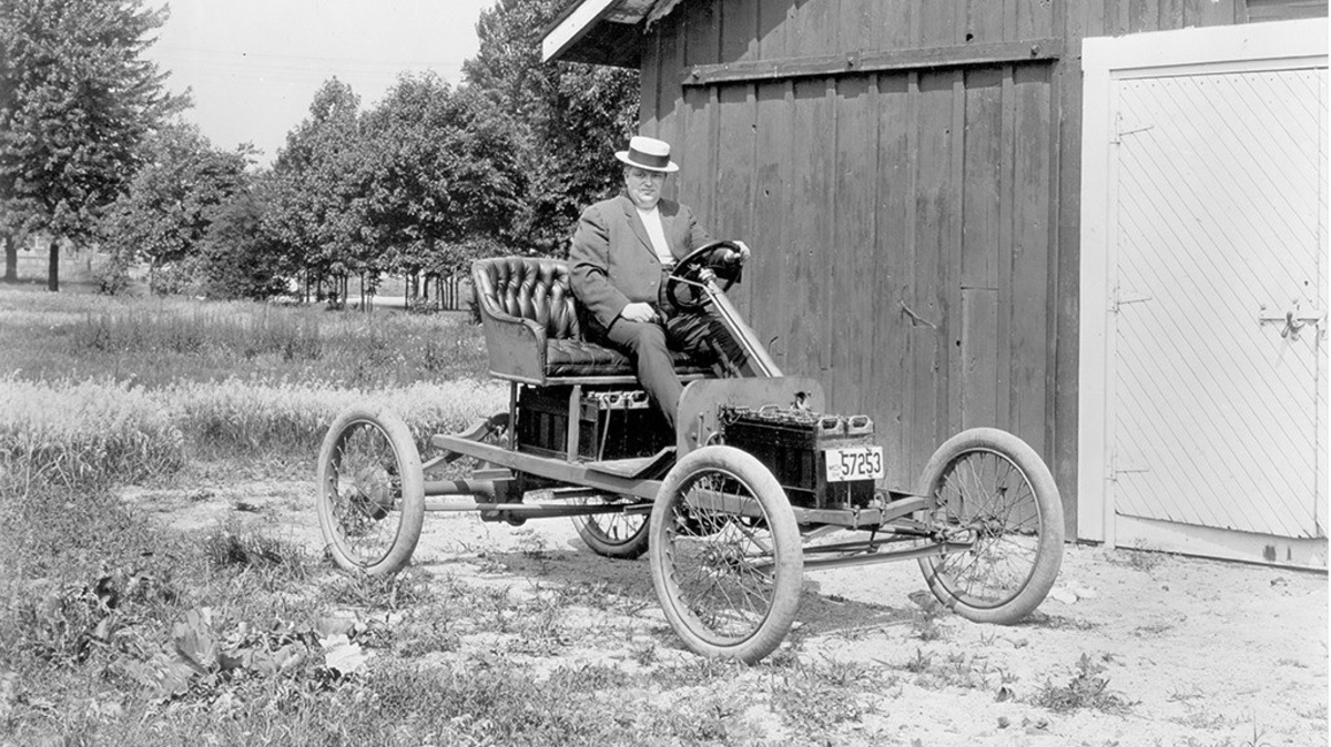 Antes do sucesso do Modelo T, a Ford fez experiências com carros elétricos, como o da foto (Fonte: Ford Motor Company/Divulgação)