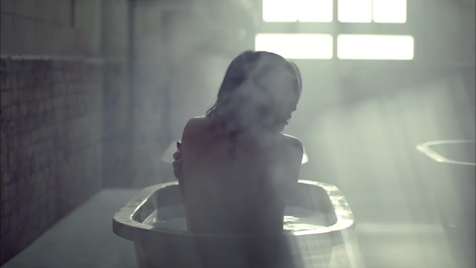 bathtub - 2ne1 missing you
