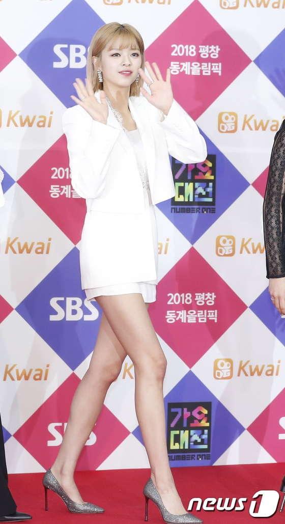 jeongyeon legs 5