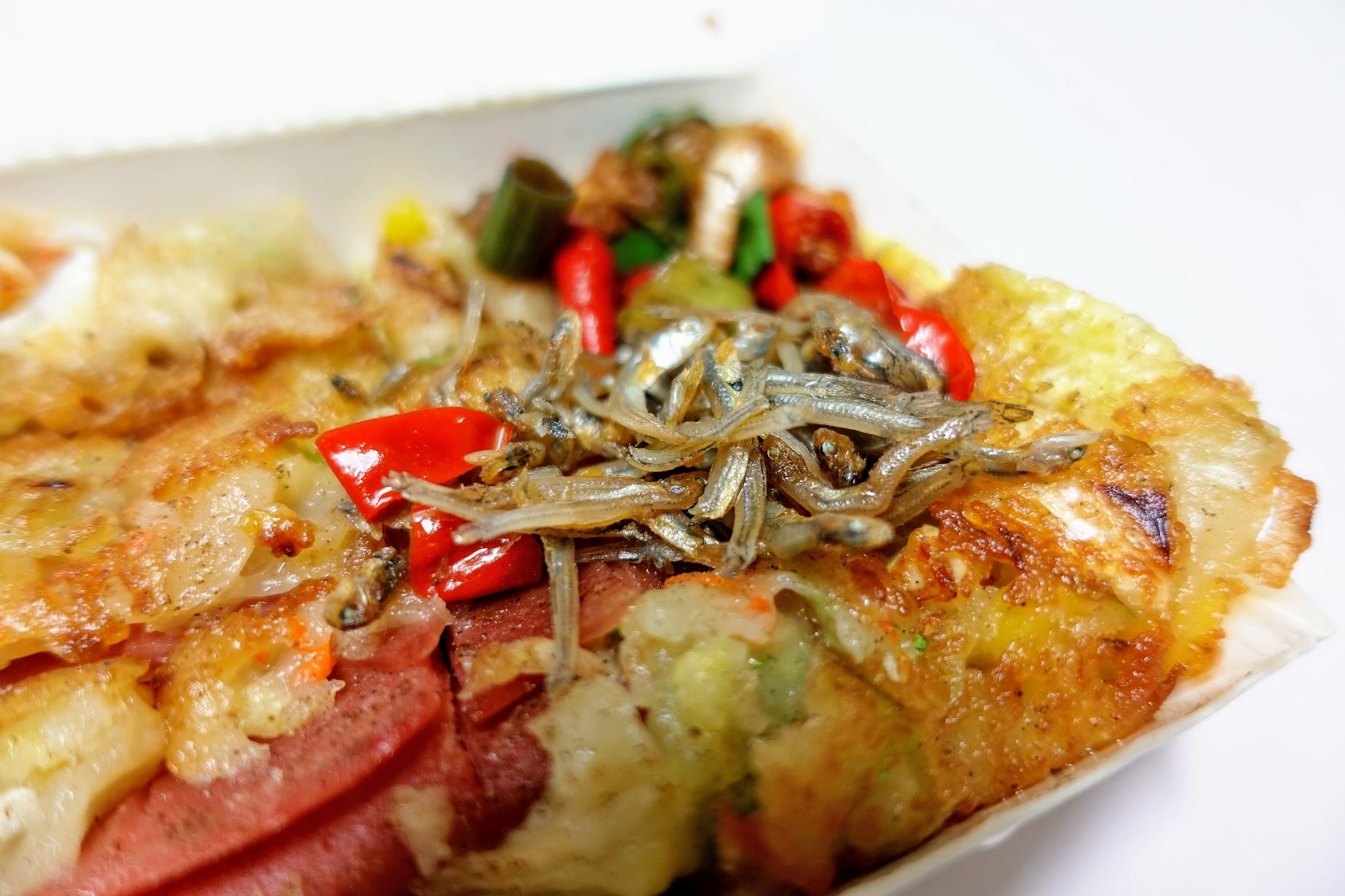 這辣醬+小魚乾是一種畫龍點睛的效果! 辣辣的,還不錯吃啊!