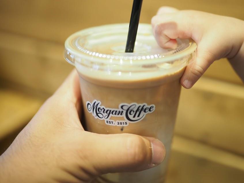 モーガンコーヒーのアイスカフェラテ