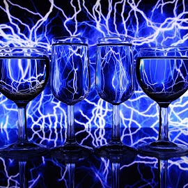Electric backgound and glasses by Peter Salmon - Artistic Objects Glass