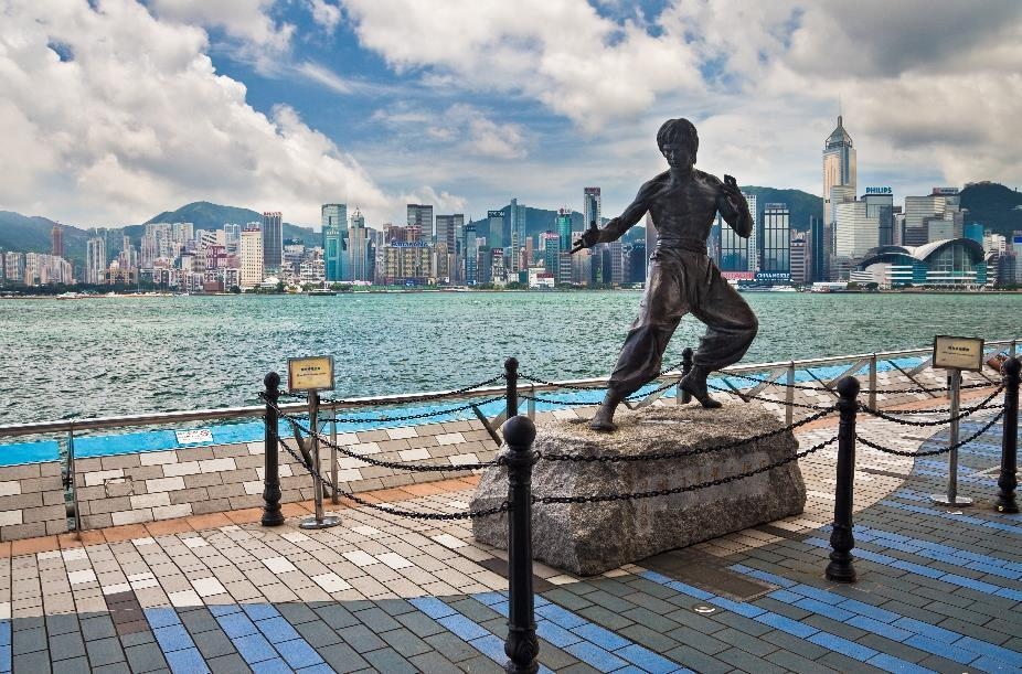 https://upload.wikimedia.org/wikipedia/commons/1/12/Avenue_of_Stars_Hong_Kong_Bruce_Lee_Statue.jpg