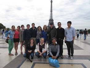 Photo: Group Picture with the Eiffel Tower