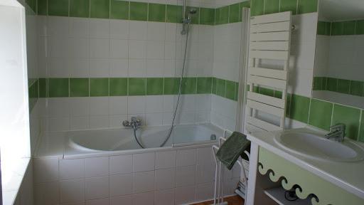 La Fermette gîte 3 étoiles à Surgères près de La Rochelle salle de bain à l'étage