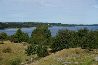 Photo: Vikingastaden Birka på Björkö. Adelsö socken, Ekerö kommun, Uppland. 20160830. Fornborgen. Adelsö i bakgrunden. © Sven Olsson (e-post: kosmografiska@gmail.com)