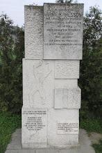 Photo: Cestou do Bergu sa zastavujem pri pamätníku Arne Karlssona
