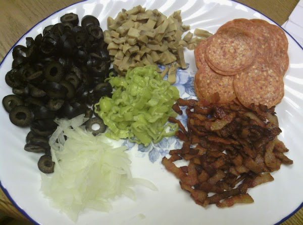 You can prepare other ingredients during this time, like bacon, onion, mushrooms, black olives,...