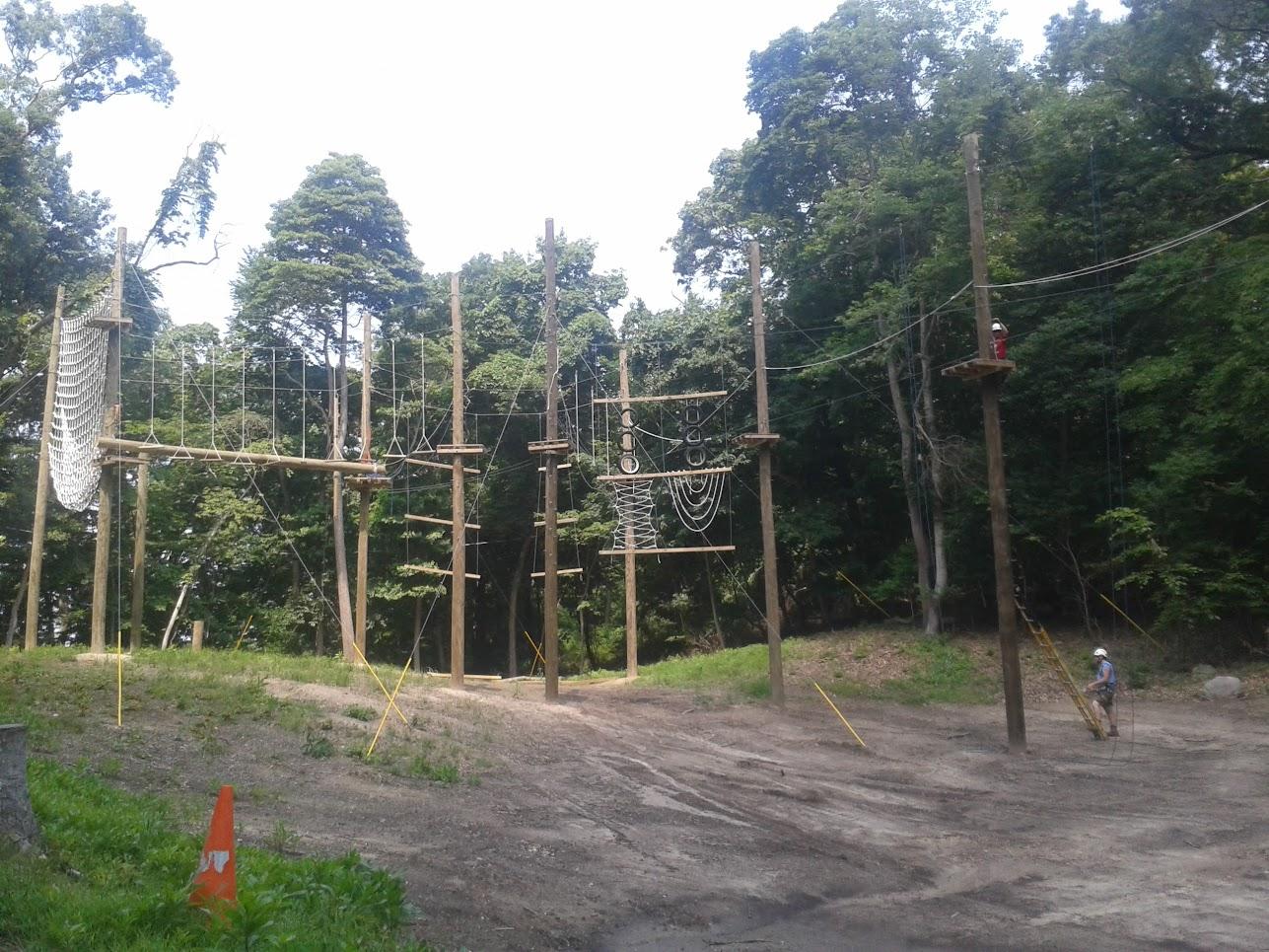 Lanové překážky na táboře.