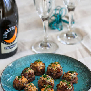 Stuffed Mushrooms With Sausage And Breadcrumbs