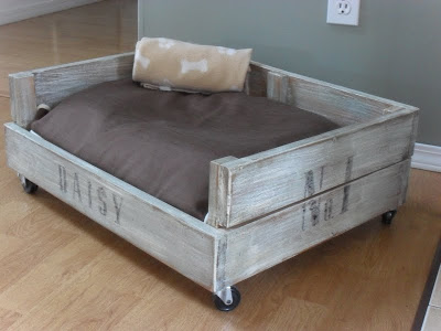 Movable Pet Bed Made from Pallet Scraps: These 12 DIY Outdoor Pallet Furniture Ideas will add some flare to your outdoor space and save you money.