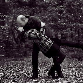 Swepping you off your feet by Azzeria Photography - People Couples