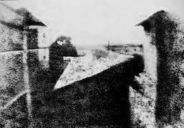 Une image contenant extérieur, bâtiment, herbe, noir  Description générée automatiquement