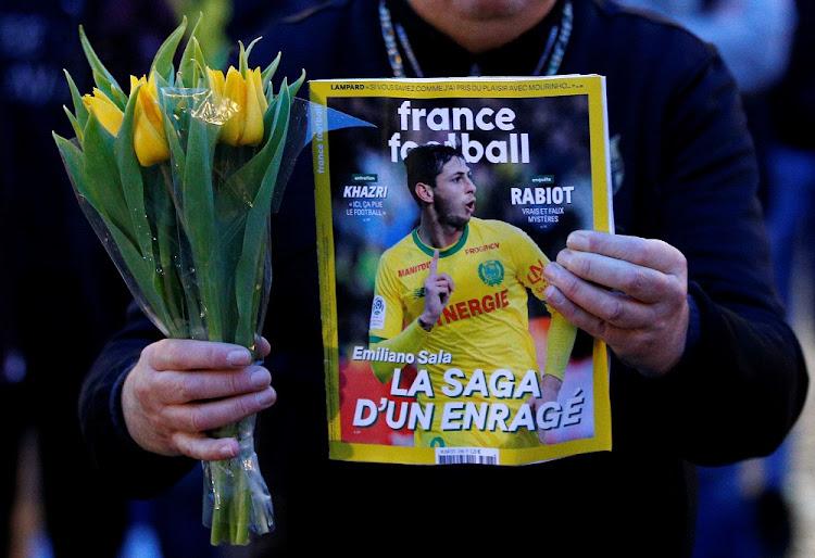 Hopes fade for footballer Sala after English Channel crash