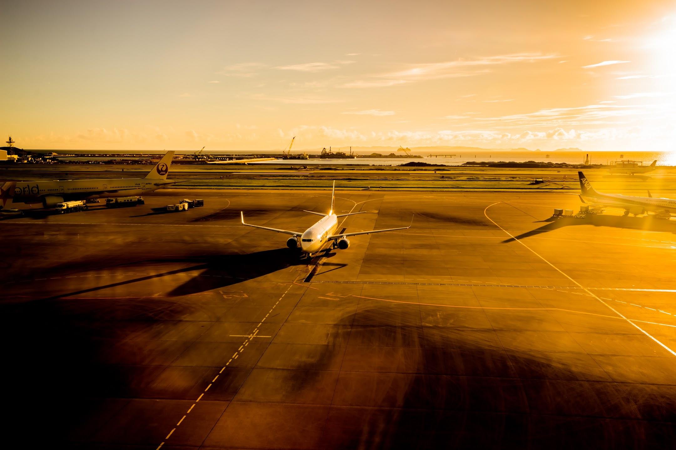 Okinawa Naha airport airplane5