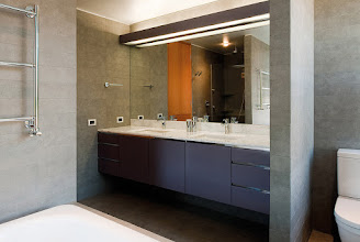 Photo: Lacquered and Marble Floating Lavatory at Kübler House / ©2010 Guy Wenborne