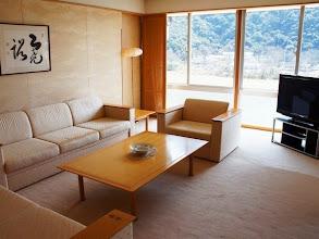 Photo: 貴賓室(スイートルームリビング)