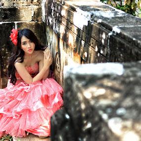 by Saiful N. Firmansyah - People Portraits of Women ( model, portraits of women, park, woman, indonesia, portrait of woman, jakarta, portraits, women, people, portrait, wall, , best female portraiture )
